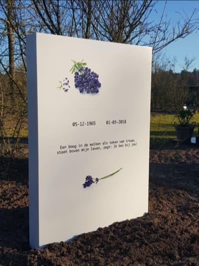 Lavendel staande grafsteen grafmonument